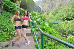 http://img152.imagevenue.com/loc195/th_557951793_Mary_and_Aubrey_Hawaii_II_Hiking_Lao_Valley_21_123_195lo.jpg