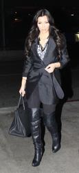 [IMG]http://img152.imagevenue.com/loc521/th_38852_Kim_Kardashian_539_122_521lo.jpg[/IMG]